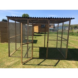 Animal run / enclosure 6ft x 9ft with waterproof roof and door.
