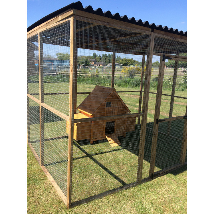 Chicken coop inside a large 6ft x 9ft run with a for Chicken run for 6 chickens
