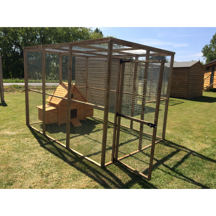 Chicken coop in a large 6ft x 9ft run with wire mesh roof for Chicken coop with run for 6 chickens