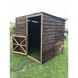 Field shelter / small table with door.