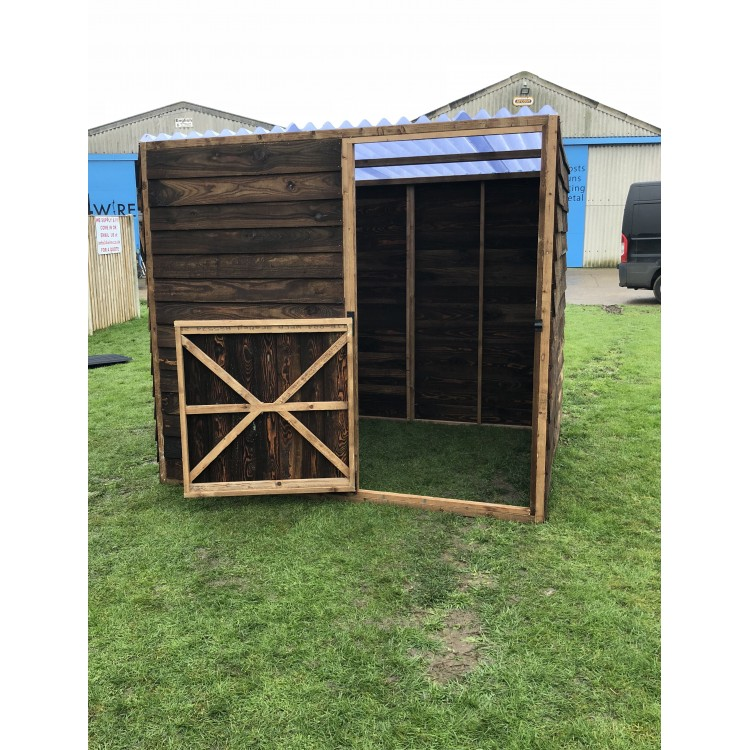 Small Metal Animal Shelters : Animal field shelter with a door and clear roof